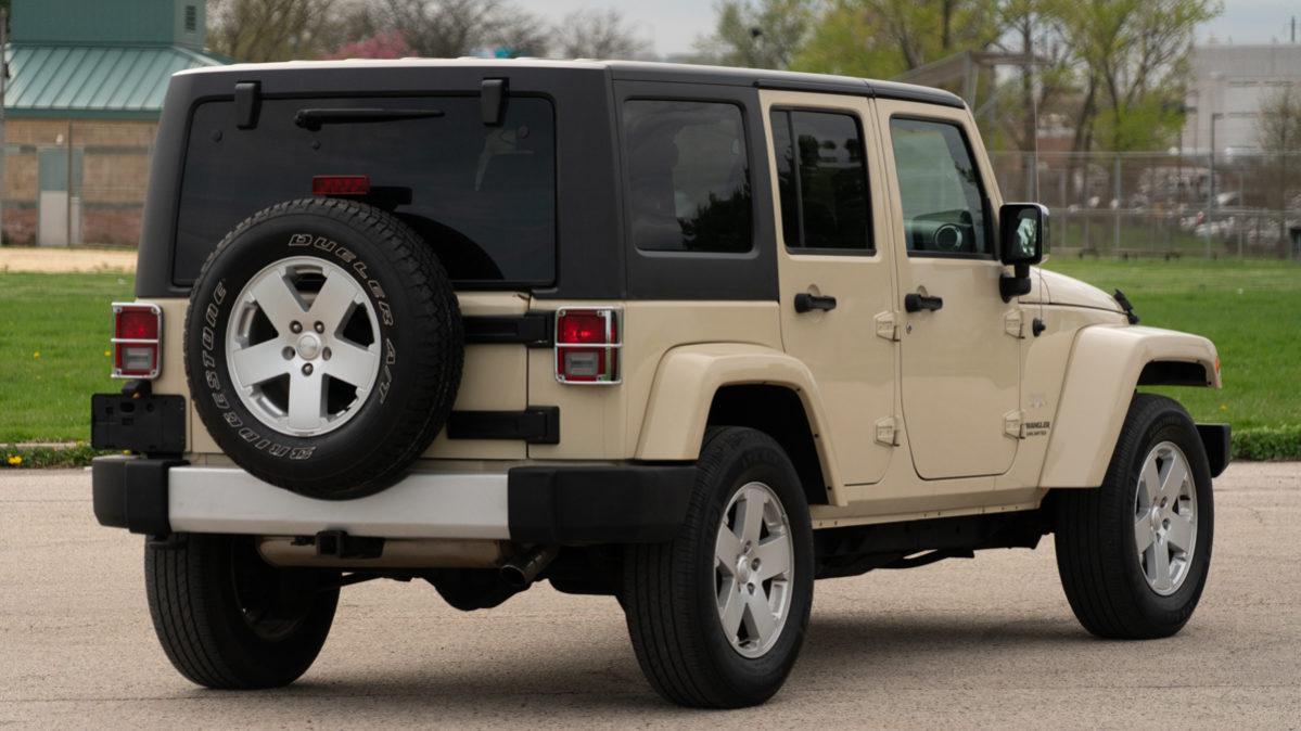 jeep wrangler unlimited sahara lights fog nav sound premium