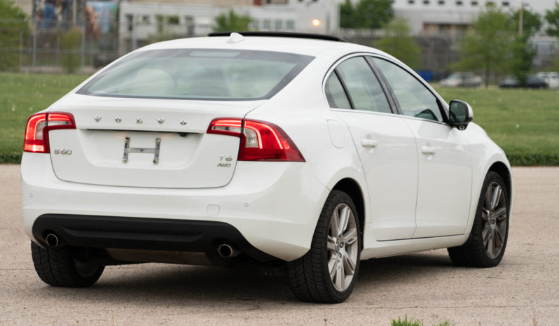 2013 Volvo S60 T6 Platinum, AWD, NAV, Backup Camera, Power Sunroof, Leather Seats full