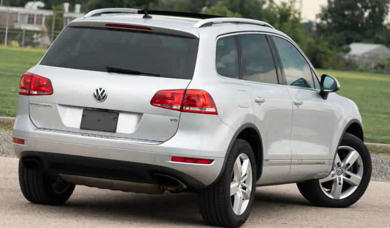 2013 Volkswagen Touareg VR6, AWD, NAV, Heated Leather Seats, Panoramic Sunroof, Alloy Wheels full